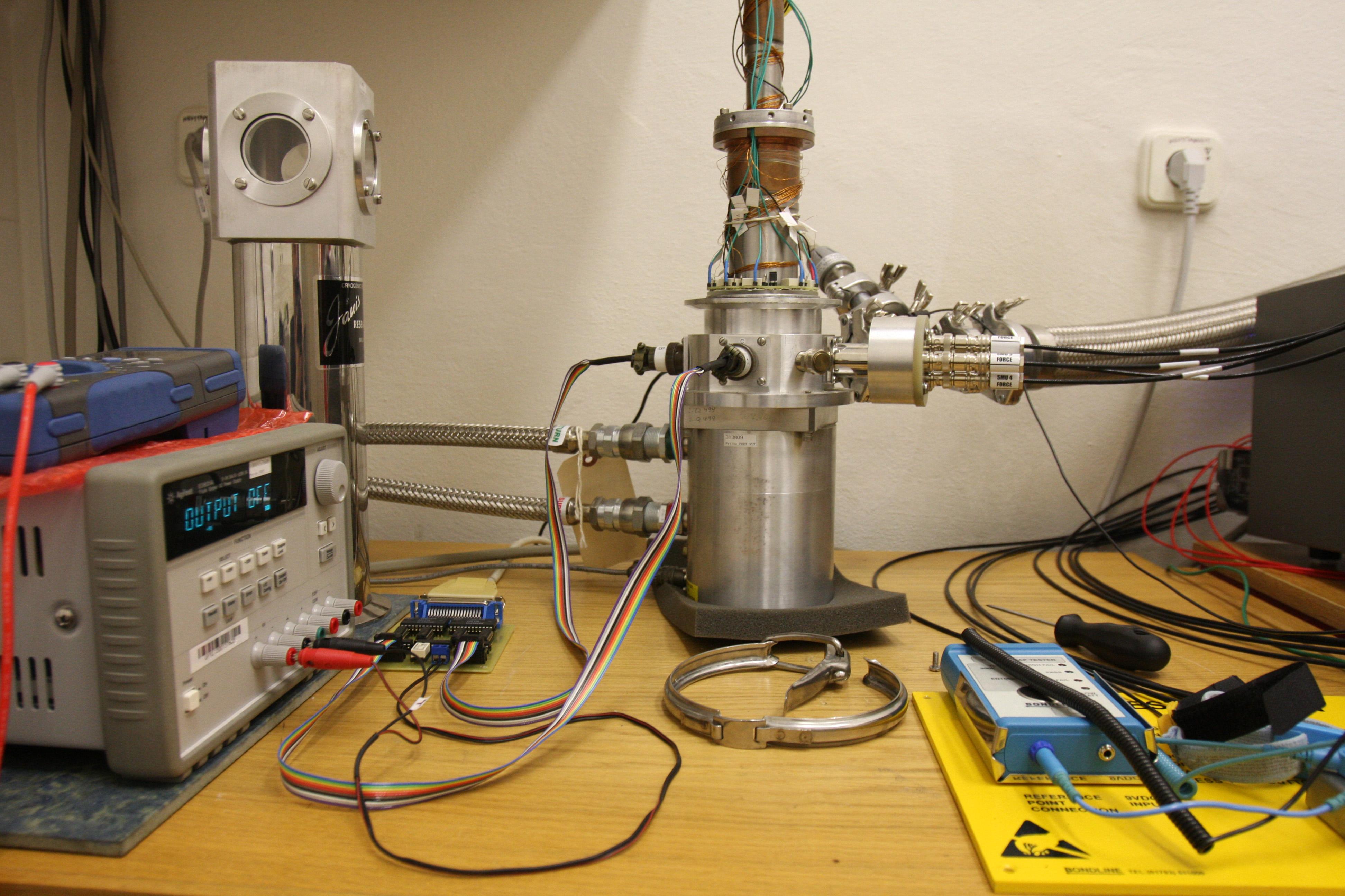 Česká laboratoř pro elektronický šum - Aparatura pro teplotní měření v rozsahu 10 - 400 K