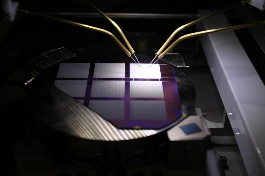 Laboratoř šumové diagnostiky - Studium lokálních charakteristik speciálně připravených polovodičových struktur v kontaktovací stanici