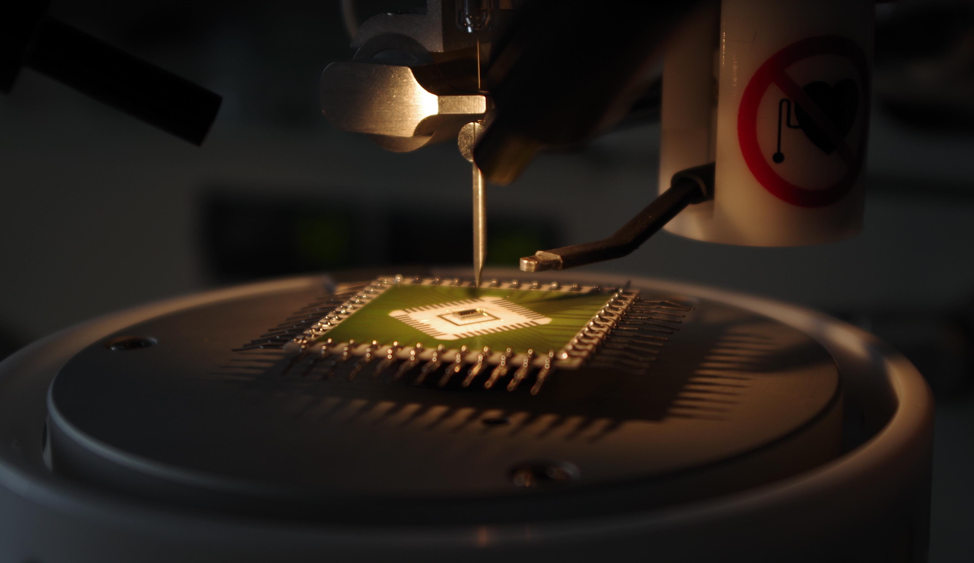 Laboratoř mikroelektronických technologií a pouzdření - Procesy v mikroelektronických montážních technologiích