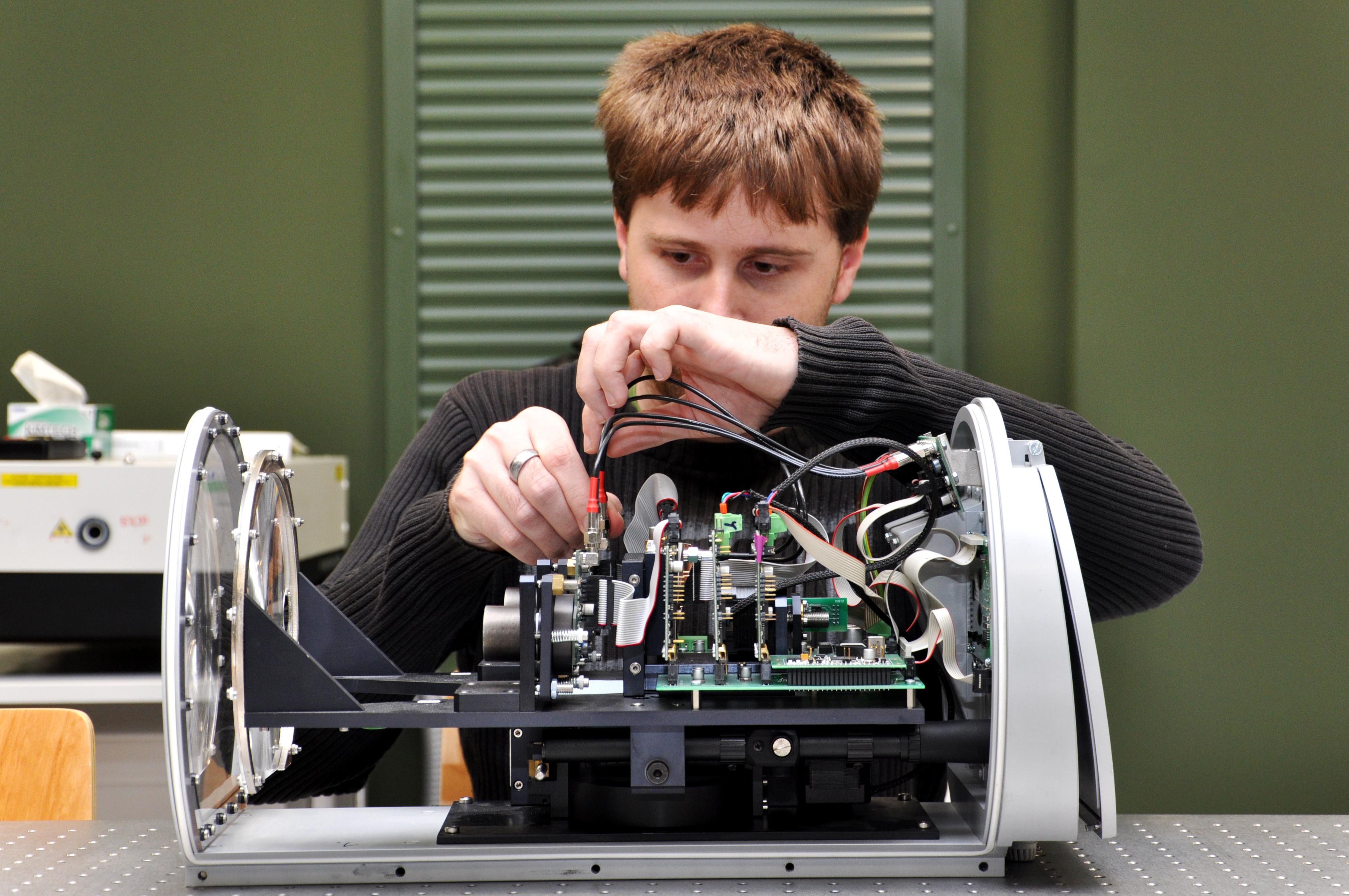 Výzkumná skupina radiofrekvenčních a bezkabelových optických systémů - Hlavice pro optickou komunikaci