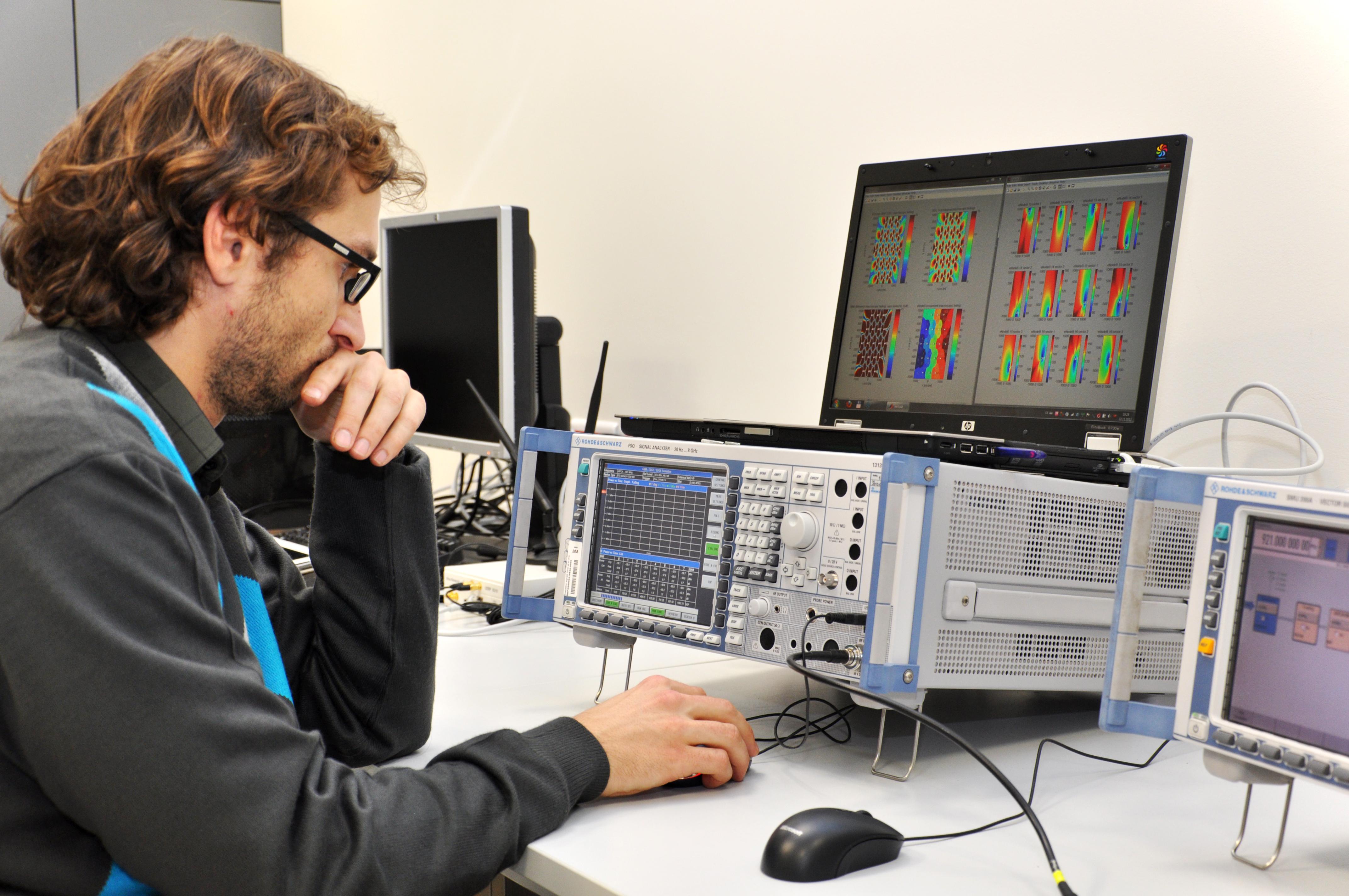 Výzkumná skupina mobilních bezdrátových komunikací - Laboratoř mobilních komunikací