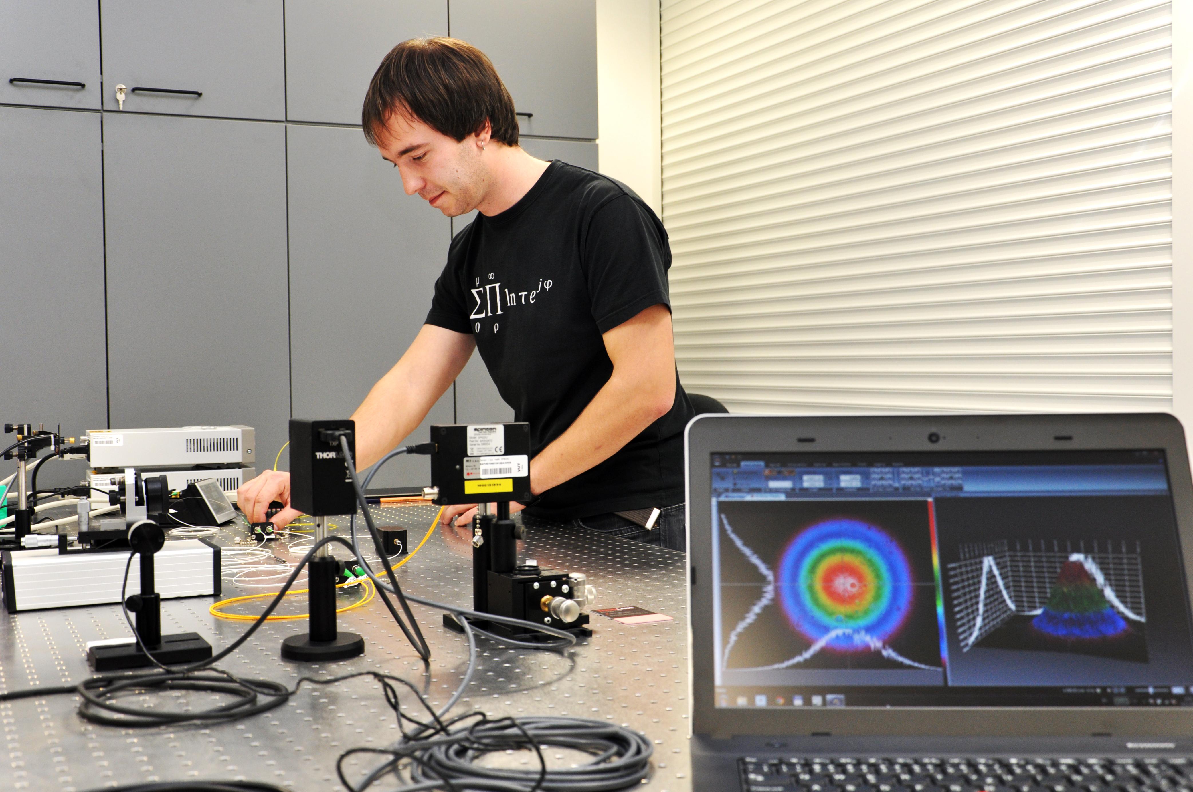 Výzkumná skupina optických komunikací - OptaBro - Laboratoř optických komunikací