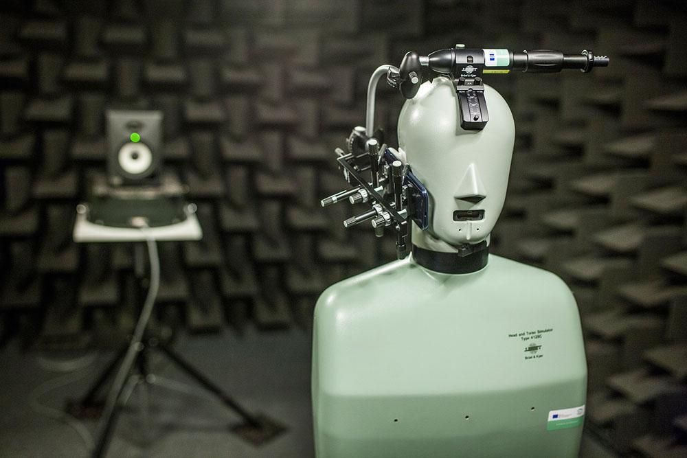 Advanced Signal Processing - Měření přenosových charakteristik mikrofonu a sluchátka mobilního telefonu v bezodrazové komoře