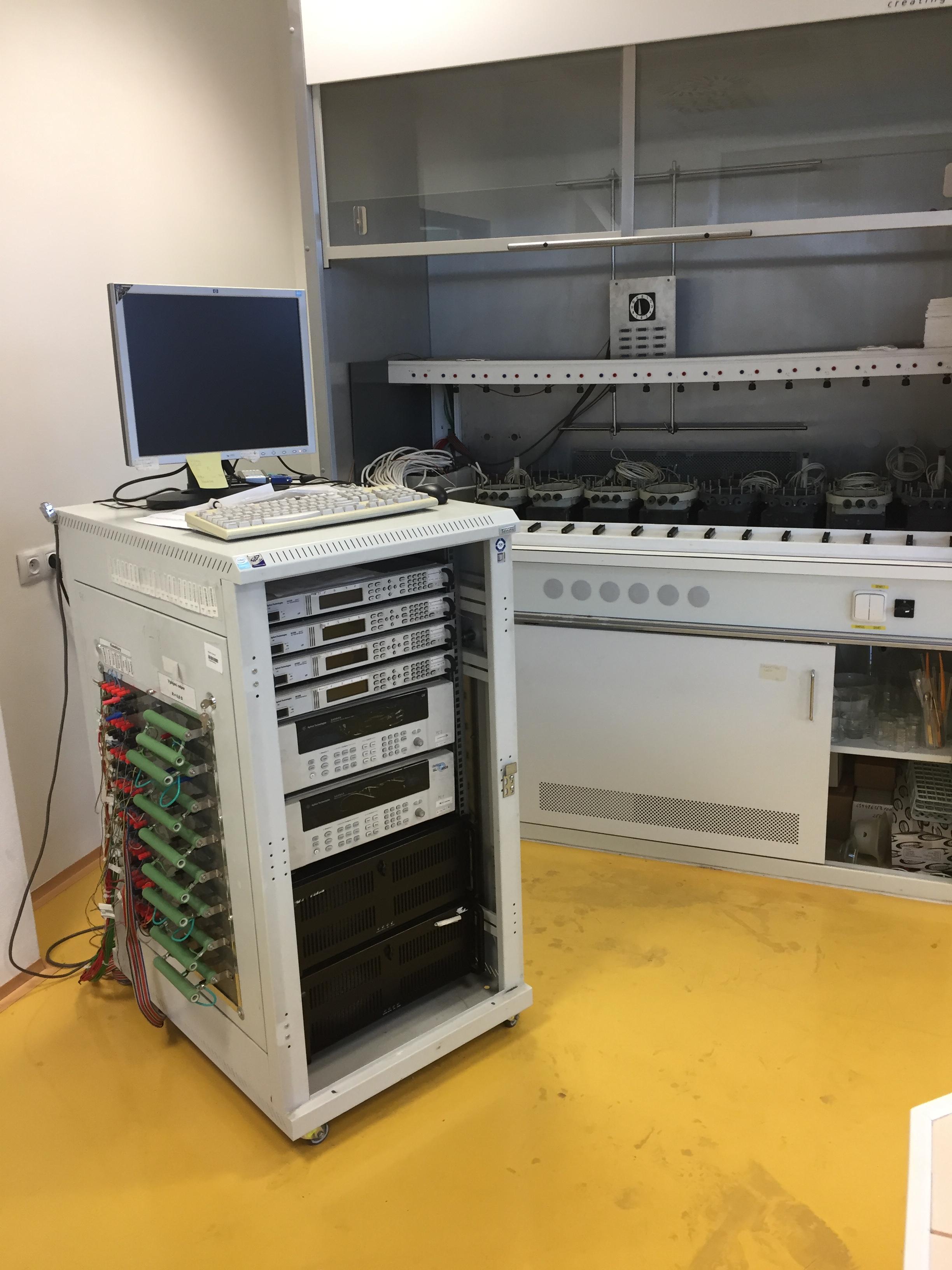 Elektrochemické zdroje energie – akumulátory - Měřicí stanice pro testování Pb akumulátorů