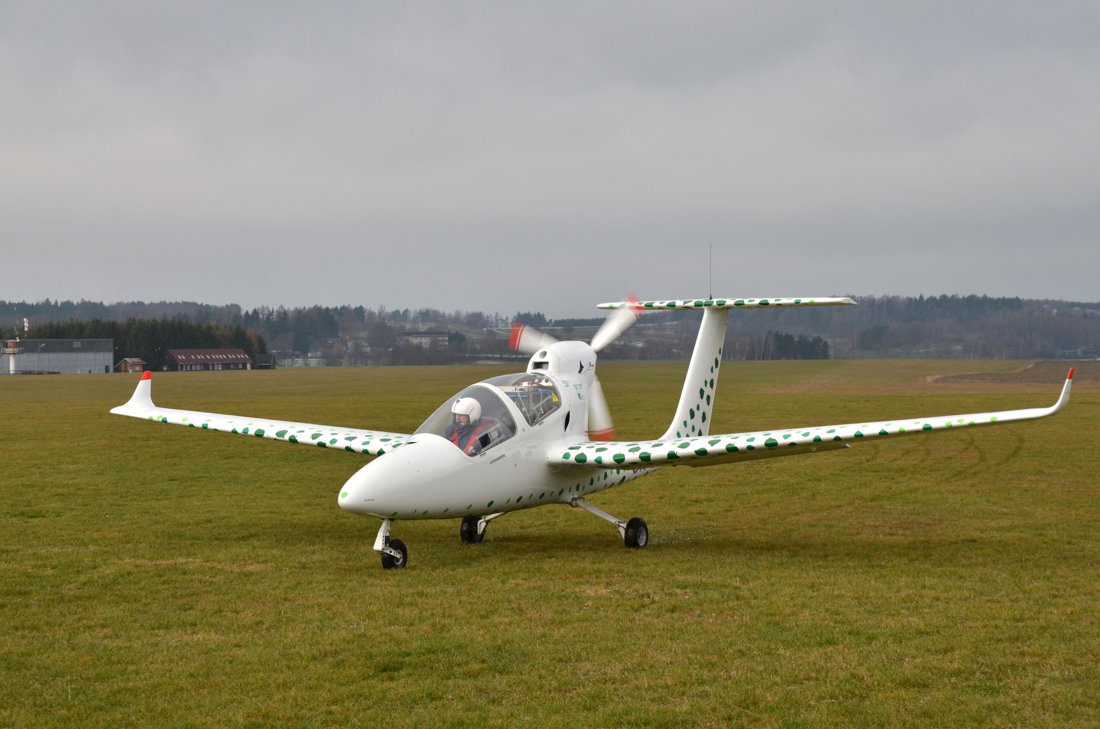 Laboratoř pohonů a mikroprocesorového řízení - Elektrický letoun VUT 051 RAY s výkonem 55kW